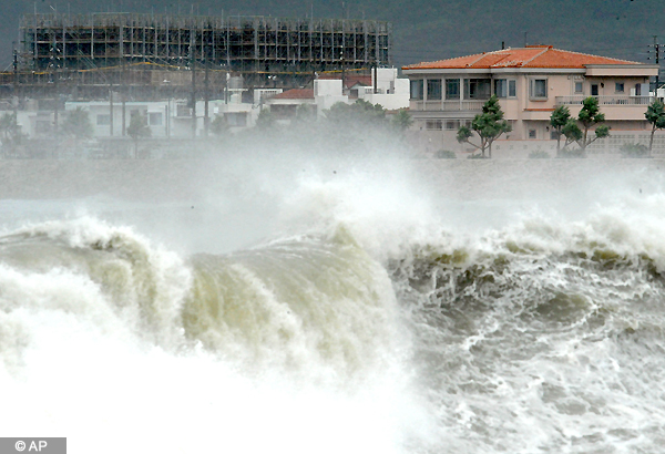 powerful typhoon lashes japan s okinawa island