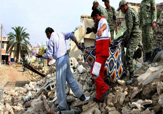 quakes hit southeast pakistan 1 killed 30 injured