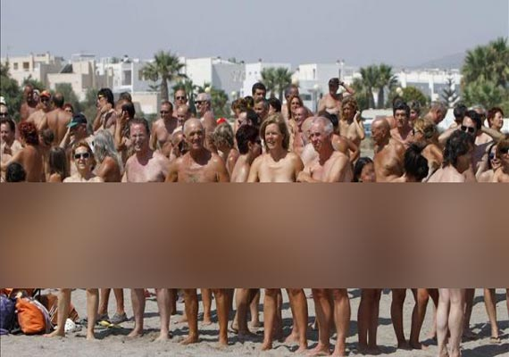spanish town sets guinness record for most nude bathers