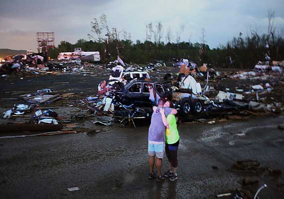storms leave 35 dead in us thousands without power