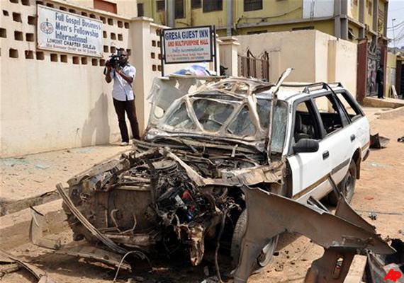 suicide car bomb blast outside nigeria church 3 killed