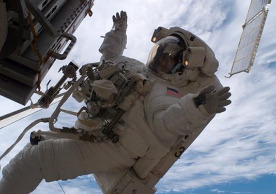 sunita jap astronaut fail to instal unit during spacewalk