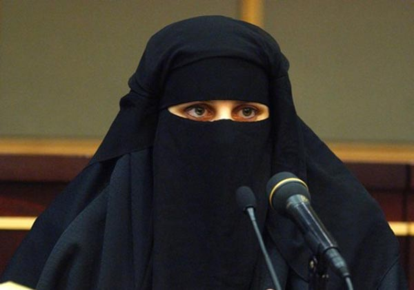 uk court bars muslim juror for refusing to take off veil