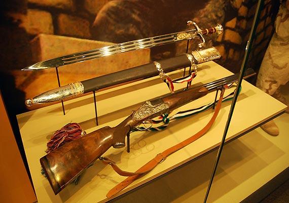 us returns stolen saddam hussein sword to iraq