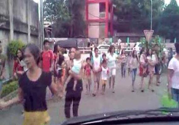 7.6 quake off philippines triggers tsunami alert