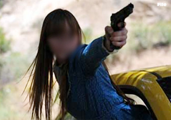 20 year old girl in pakistan fires at boyfriend after being