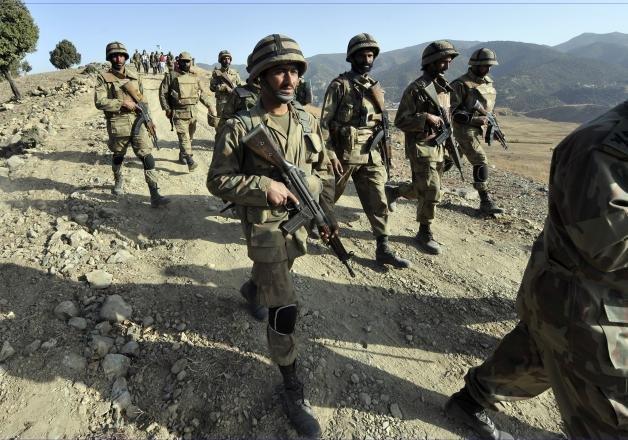 pakistan army kills 34 militants near afghan border