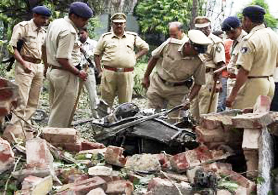 ahmedabad blasts suspect held accomplice killed in encounter