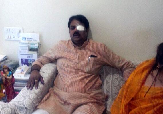 activists throw ink at maharashtra minister harshvardhan