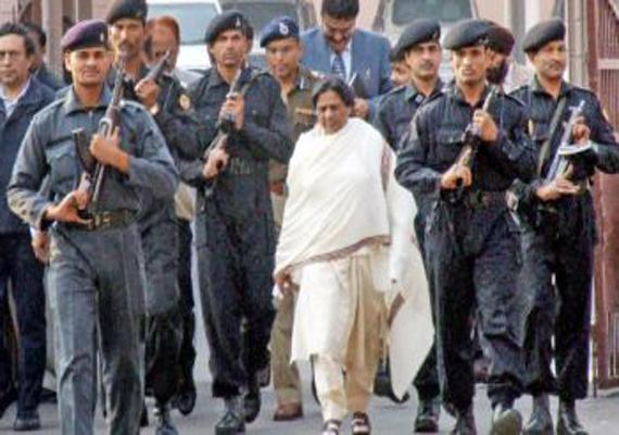 akhilesh reduces mayawati s security cover