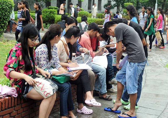 day one delhi university freshers attend colleges wearing