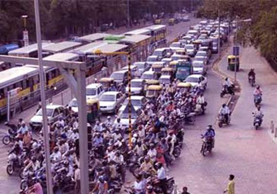 delhi hc orders opening of brt to all vehicles till final