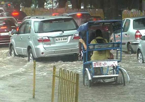 rains unleash friday fury in delhi one dead