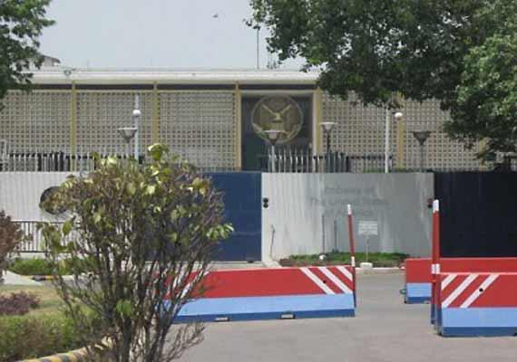 devyani khobragade row us embassy yet to shut down its club