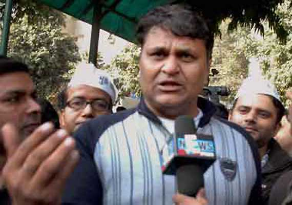 expelled aap mla vinod binny withdraws support to kejriwal
