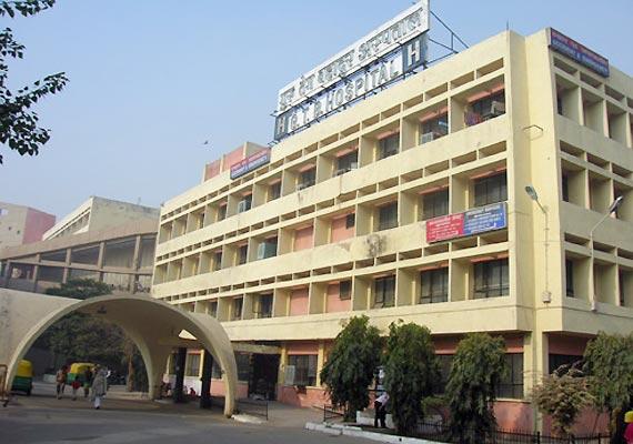 fire breaks out at delhi s gtb hospital