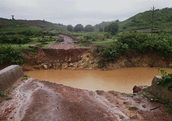 flood alert in 4 odisha districts 60 school boys rescued