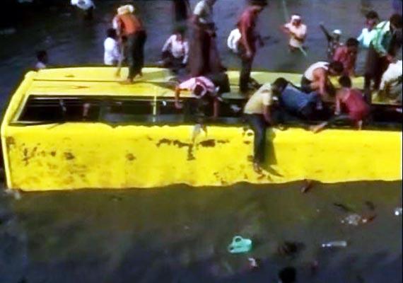 fourteen school children die as bus falls into canal in ap