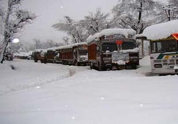 fresh snowfall closes srinagar jammu highway