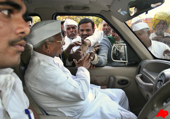 hazare leaves for ralegan siddhi