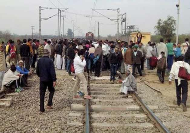over 1000 trains hit by jat stir in north india