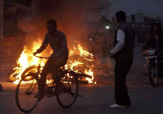 curfew imposed army called in as jat protesters go on