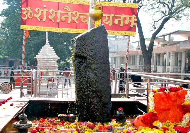 over 1 000 women plan to storm shani shingnapur temple in