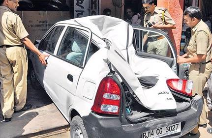 rowdy elephant smashes car in jaipur