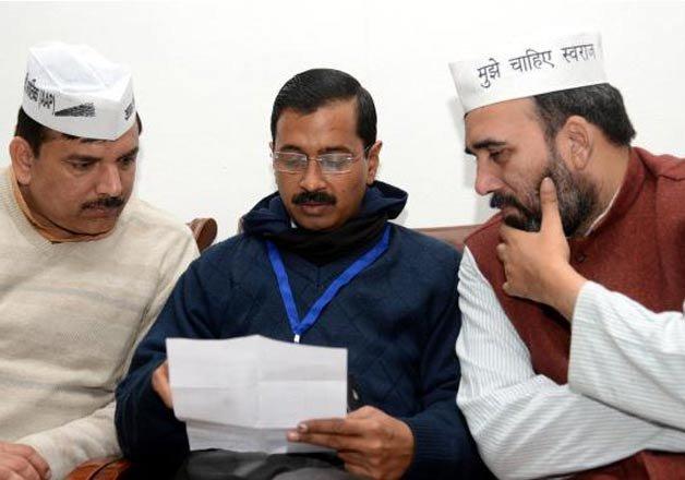 delhi govt suspends two officers colleagues threaten mass
