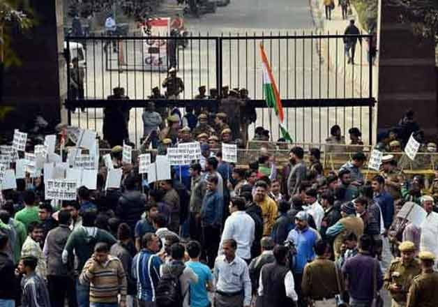 jnu row rss makes veiled attack on congress left leaders