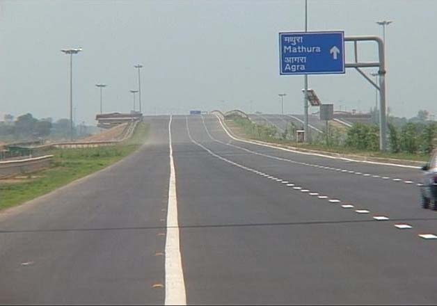 three missing girls traced from yamuna expressway
