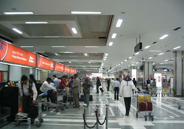 500 passengers face hardship at igi airport due to flight