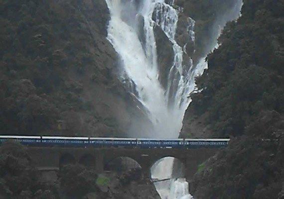 at a glance the beautiful dudhsagar falls of goa