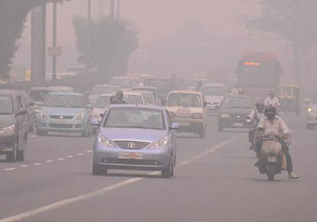 heavy pollution levels choking delhi