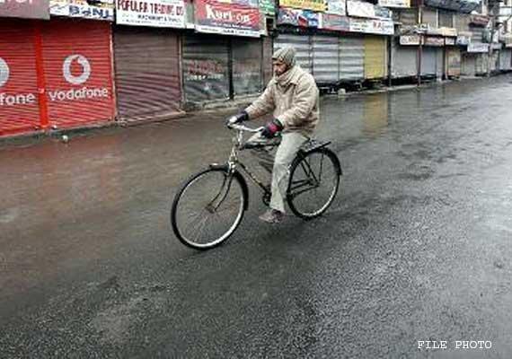 life in srinagar affected due to separatist shutdown