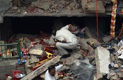 delhi govt orders judicial probe into house collapse