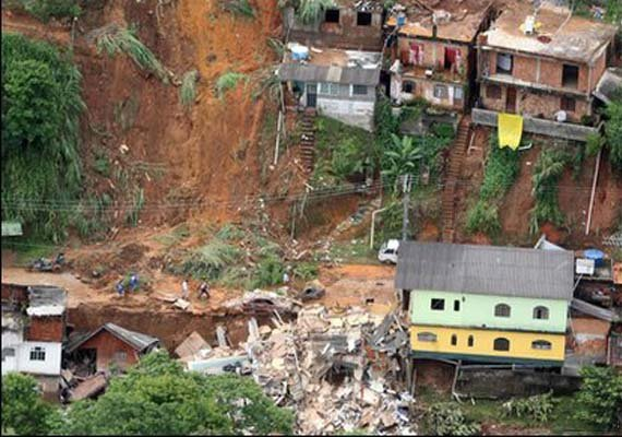 india offers help to lanka to help landslide victims