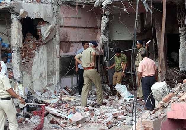 jhabua blast main accused rajendra kasawa s wife detained
