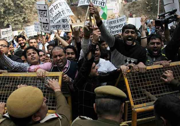 police hunt for jnu students on campus in sedition case