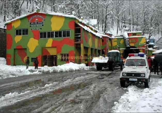 jammu srinagar highway closed for vehicular traffic