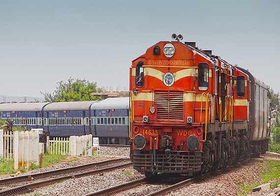 amravati express derails near kalyan no casualty
