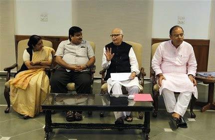 gadkari other bjp leaders meet on yeddyurappa s fate