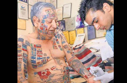 delhi s most tattooed man adds obama couple on his chest