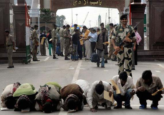 indian prisoners arriving from pakistan saturday