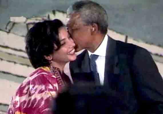 know what happened when nelson mandela kissed shabana azmi