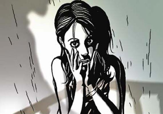 kurla man arrested for molesting nurse in borivali local