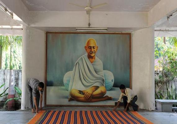 live like gandhi at kochrab ashram in ahmedabad