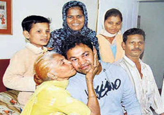 mp boy separated in 1988 meets his family after 24 years