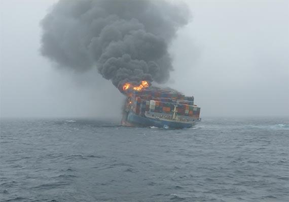 major fire in ship mv mol comfort off mumbai sea coast
