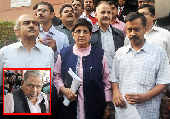 mulayam calls team anna a den of corrupt people